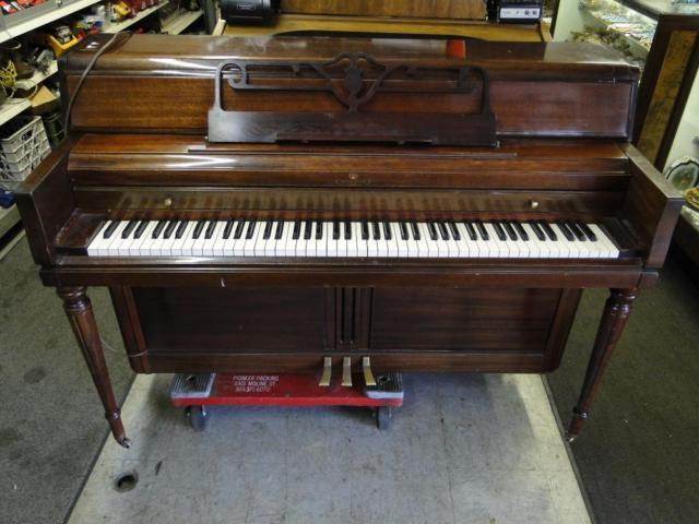 Wurlitzer Upright Spinet Piano Compact Style Wood For Sale