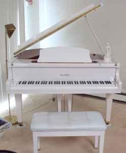 Wurlitzer white baby grand piano 1 owner bellville for for How big is a baby grand piano