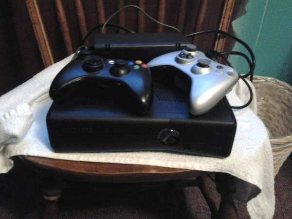 Xbox 360 250 g with games, 2 controllers plus kinect -