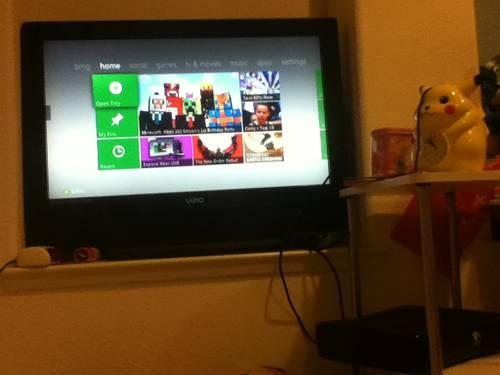 Xbox 360 with 3 Games (Skyrim, Sleeping Dogs, Forza Motorsport)