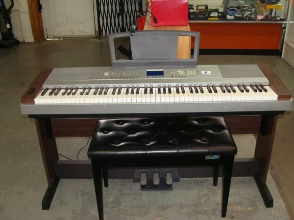 yamaha dgx 640 88 key digital piano excellent condition. Black Bedroom Furniture Sets. Home Design Ideas