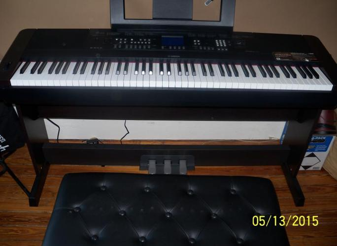 yamaha dgx 650 keyboard with bench and pedals for sale in. Black Bedroom Furniture Sets. Home Design Ideas