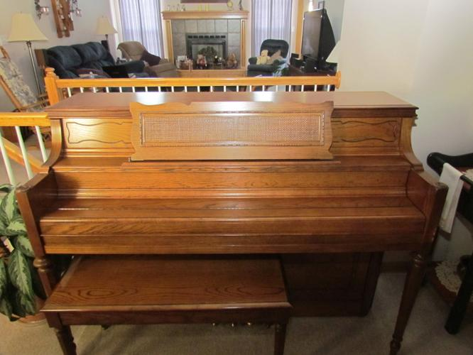 Yamaha m212 console piano oak for sale lee 39 s summit mo for Yamaha console piano prices