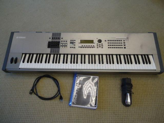 YAMAHA MOTIF 8 88-Key Music Production Synthesizer Workstation