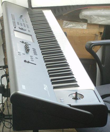 Yamaha Motif XS8 .........$1450usd