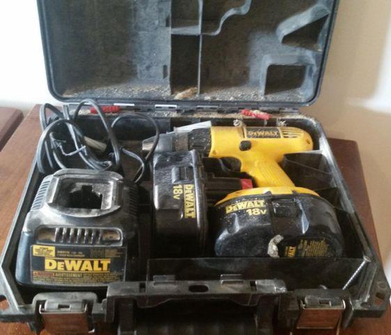 Yellow Black 18V DeWalt DVV959 Cordless Drill Driver 2 Battery Charger