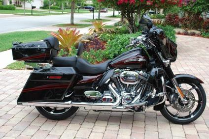YY__ 2011 Harley-Davidson Touring brand new condition()(***