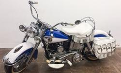 This Duo-Glide is especially stylish in Skyline Blue and White with white floorboards, grips, kicker pedal, pegs and fringed seat and saddlebags. Continuing to give serious touring riders what they wa