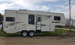 2000 Hitchhiker RK 26' Fifth Wheel for sale by owner. One slide out and awning. Living Area: Sleeps 4 persons, A/C, TV, CD/stereo, sofa (hide-a-bed), rocking/recliner chair. Master bedroom with queen