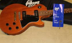 Right here's my great 2001 Gibson Les Paul Special with the well-known P90 pickups. Has the Heavy Padded Gibson Gig Bag. Nice guitar in excellent condition. Excellent sound, great established. Not muc