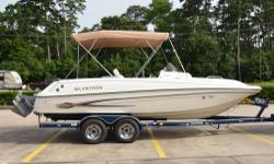 - Stock #080213 - One of the great highlights of this boat is that it only has 119 hours on it and all of the interior and exterior is in good condition for a craft its age. The motor is a Volvo Penta