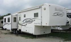 2004 HitchHiker 33.5CK Another great Fifth wheel for the best outdoor experience Complete your recreational experience with the experts This 2004 Hitchhiker is in excellent condition and will make any