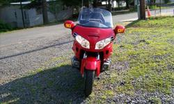 +++++++THIS IS A 2004 HONDA GOLDWING. THIS BIKE HERE IS PERFECT AND FLAWLESS AND GARAGE KEPT ALL ITS LIFE. THIS BIKE HAS LOTS OF EXTRAS AND IS A PERFECT BIKE. THIS BIKE HAS GOOD BRAKES. THIS COLOR WAS