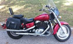 And with a powerful yet smooth 1099 cc mill draining stacks of V-twin muscle this infant goes as excellent as it reveals. 2004 Honda Shadow Sabre (VT1100C2) www.bmwmcofokc.com From its cast-aluminum w
