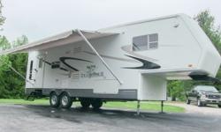 2004 Jayco Designer 31rls fifth wheel, 33 foot, (2) slide-outs, large a/c unit, aluminum frame superstructure, 4-seasons insulation package w/ enclosed heated underbelly, high-gloss Gel-coat fiberglas