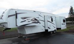 * 2007 37' KEYSTONE MONTANA 5TH WHEEL RV * MODEL-3400 RL * ARCTIC PACK * WEIGHT 11500 * 4 SLIDE-OUTS * KING SIZE BED * FIREPLACE * LARGE SHOWER * CENTRAL VACUUM * WASHE & DRYER HOOK-UPS * LOTS OF STOR