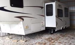 2007 Gulf Stream Canyon Trail 30FBHS For Sale in Hope, Indiana 47246 This is a 2007 Gulf Stream Canyon Trail 30FBHS, fiberglass exterior, Super clean 30' BunkHouse 5th wheel. This unit has 2 slides, p
