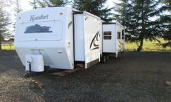 2008 Komfort travel trailer... 2 slideouts...U-shaped kitchen Nice trailer for full-time or seasonal living, well insulated FREE DELIVERY AND SET-UP WITHIN 50 MILES Great floorplan featuring the desir