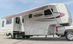 2008 Sunnybrook Titan 32bwks LX luxury fifth wheel, 33 foot, (3) slide-outs, large duct a/c, aluminum frame superstructure, 4-seasons insulation package w/ enclosed heated underbelly, high-gloss Gel-c