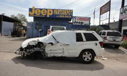 PARTING OUT 2009 JEEP GRAND CHEROKEE 3.7 4 WHEEL DRIVE WITH ONLY 31K MILES FAVORITE FROM LEFT FRONT A LOT OF GOOD ITEMS STILL AVAILABLE ON THIS AUTOMOBILE  ********* CALL FOR COMPONENT AVAILABILITY **