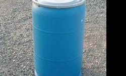 55 Gallon Food Grade Plastic Barrel with plastic lid with metal clamp. Barrels are great for live feed, rain barrel, dry storage, aquariums, animal house, live bait well. These barrels are exceptional
