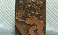 Antique Victorian Wooden & Copper Printer's Printing Print Block of Comic Photographer w/ Camera. Measures approx. 1 5/8 in. long X 1 3/8 in. across X 1 in. thick. In Very Good condition. CONDITION PI