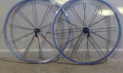 This wheel set is in really good shape and has less than 300 miles on it. Bladed paired spoke design and flangeless hubs. Bontrager was still using the DT Swiss star ratchet hubs on these. Weight is 1