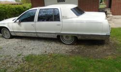 CADILLAC FLEETWOOD 1993 4 DOOR PROJECT CAR.THE MOTOR AND TRANS ARE GOOD.THE CABLE THAT LEADS TO THE GAS PEDDLE NEEDS TO BE REPLACED A HARD TO FIND ITEM .UNDER CARRIAGE IS RUSTY AND SOME HOLES.THERES A