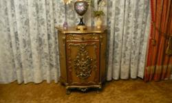 A beautiful small credenza hand carved in Italy rarely seen today in this quality and carvings except by top of the line Italian furniture manufacturers and only at exorbitant prices. Finished in a da