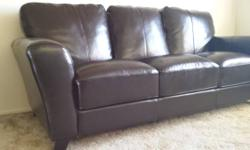 Offering an espresso colored synthetic leather sofa, purchased about 4 years back. Revealing some wear around the cushions (learn photos) and you can a little feel one spring in one of the seat cushio