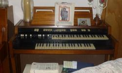 Good Condition Hammond Organ. Plays great. All pedals and Drawbars work. No issues. Comes with book and bench that opens for music storage. Great for home, small church or school. MOVING - MUST