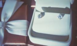14 Karat Yellow Gold 1 karat diamond earrings from Jared, worn 2 times, paid 1800