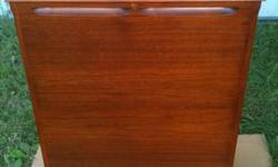 This mahogany Leslie 21H has actually recently been expertly refurbished and is all set for lots of more years or service. PORT KIT W / HALF MOON SWITCH INCLUDED!  - Speaker re-coned. - tube amp servi
