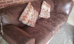 Leather couch in LIKE NEW condition..I purchased this couch new from Nebraska furniture mart 5-6 months ago.. moving to another state & need to sell .. please contact 479270XXXX