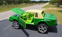 """Environment-friendly..1:24 Die-cast Model ... Motor Max 1987 Buick Regal Hi-Riserz, """"King of The Road"""" series ... automobile functions lifted body with 26 rims (scale) and has a funky pattern vinyl ro"""