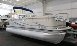 NICE 2007 LOWE SUNCRUISER 200 TRINIDAD WITH ONLY 118 ENGINE HOURS! A 60 hp Mercury 4-stroke EFI outboard with power trim powers this nicely equipped pontoon. Features include: color coordinated bimini