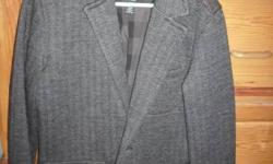 NICE SUIT COAT/JACKET YOUNG MANS SIZE MEDIUM GRAY/BLACK COLOR TWEED PATTERN LEGENDARY GOODS BRAND GREAT SHAPE ONLY WORN A COUPLE OF TIMES BEFORE MY SON GREW OUT OF IT NO SPOTS,STAINS,OR TEARS GOES GRE