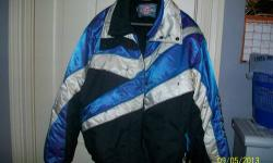 Women's size XL Polaris Indy snowmobile jacket worn only a handful of times, freshly cleaned, sleeves have two flaws (see pictures) but in otherwise excellent condition. Very warm, zippers work perfec