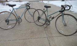 Schwinn World Sport men's and women's 10 speed vintage bike(s). These vintage Schwinn World Sport 10 speed bike(s) are a Taiwan Schwinn in Misty Green (like power blue). CRO MCLY 4130 main tube frame.