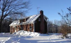 YOU'RE IN LUCK for a great getaway in Stowe, Vermont! Quintessential NEW ENGLAND Hilltop Country FARMHOUSE. EXTRA-clean accommodations. Weekly REDUCED holiday rate. Sorry, NO PETS or SMOKING please. E