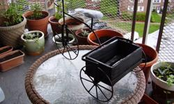 TRICYCLE IRON PLANTER FOR INDOOR /OUTDOORplease look @ all the picturesitem is being sold as is !!!!!