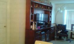"Vitrina para Tv 60"" con 4 puertas. 2 gavetas. espacio para electrodomestico. 12 espacios para libros o decorativos."