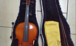 GERMAN VIOLIN FOR SALE Excellent like-new condition and clean, no repairs, no damage. 3/4 violin, suitable for older students or adults playing classical or fiddle. Karl Hofner German circa 2000, made