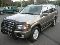 01 Nissan Pathfinder LE 4x4. Heated seats, sunroof,