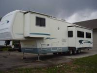 This 01See Breeze 5 th Wheel Is in excellent condition