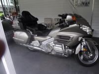 GOLDWING abs EXTRA CHROME 66,000 mi  looks like