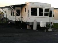 Must sale 46 ft 2 bedroom with 4 slideout   Very clean