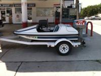 ADDICTOR MINI POWER BOAT HAS 25 HP EVINRUDE MOTOR IS