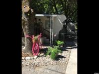 Doll house!! Cute & clean!! Charming 1bed/1bath mobile