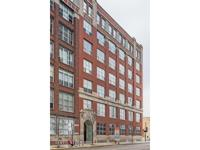 West loop timber loft unit 1bed/1bath. This amazing